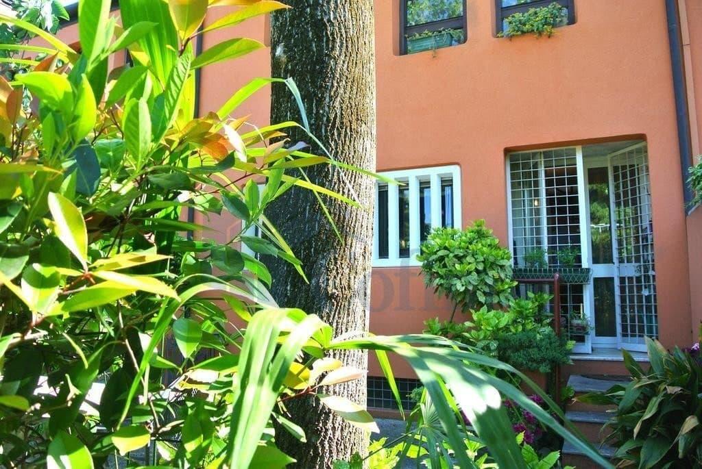 Villa a schiera in AFFITTO con GIARDINO PRIVATO, luminosa, sei locali,  Verona (Navigatori)