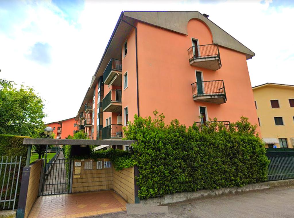Appartamento quadrilocale in AFFITTO, ultimo piano panoramico con TERRAZZO  Verona (Parona) - 2