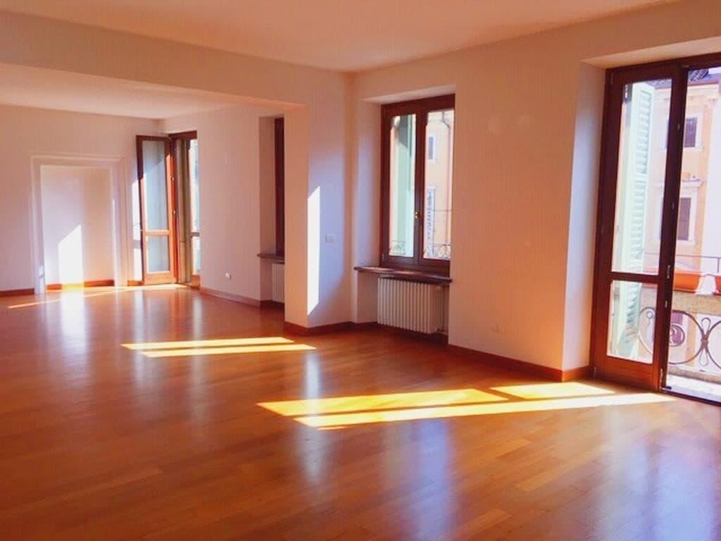 Appartamento di lusso RISTRUTTURATO in AFFITTO, SIGNORILE Ampio semi arredato  Verona (Centro )