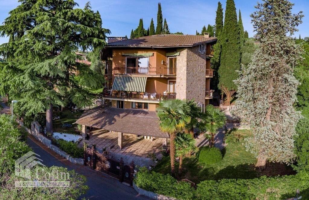 Appartamento di lusso in AFFITTO panoramico in VILLA bifamiliare con GIARDINO privato  Verona (Borgo Trento)