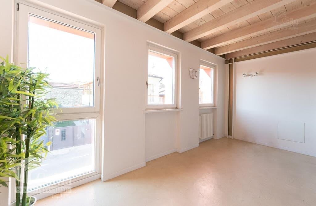 Two-rooms Apartment with attic  Verona (Borgo Roma) - 3