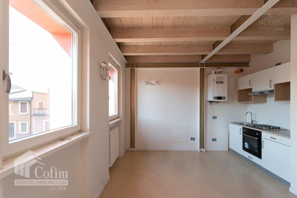 Two-rooms Apartment with attic  Verona (Borgo Roma) - 4