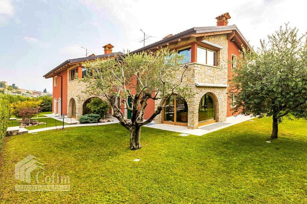 Semi-detached house elegant and bright in an hilly area   Cavaion Veronese