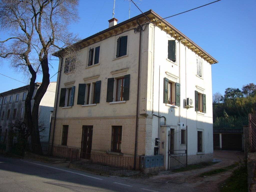 Three-rooms Apartment refurbished with double garage and land  Palazzolo (Sona)