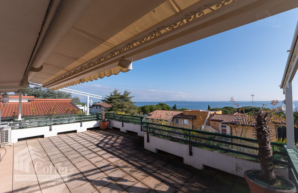 Penthouse with panoramic lake view terrace  Desenzano del Garda