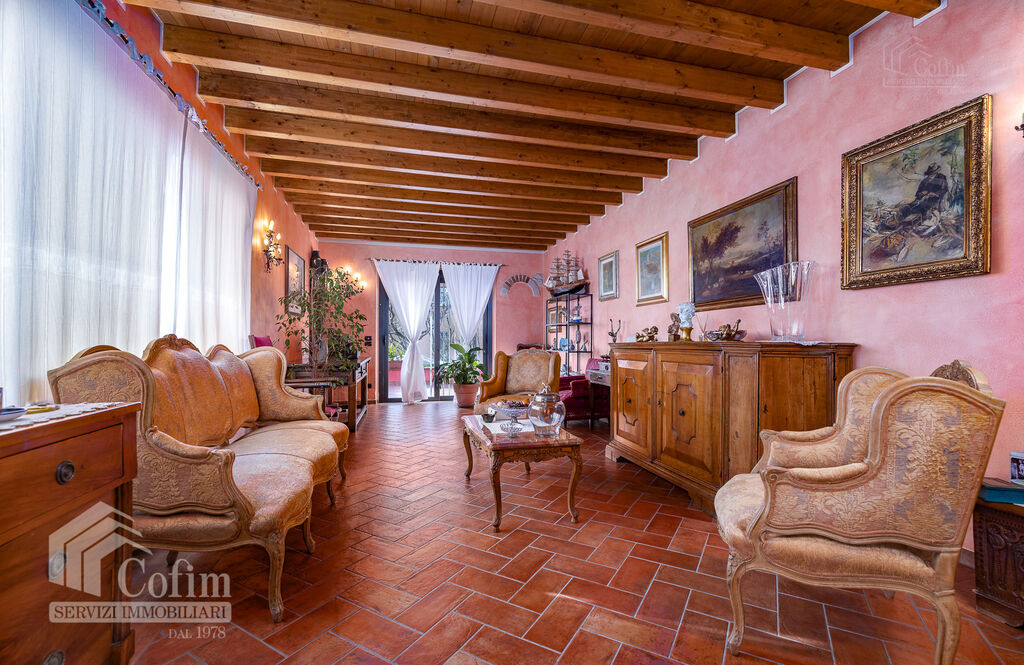 Five-rooms Apartment with terrace and roof garden, near the Lake   Sirmione
