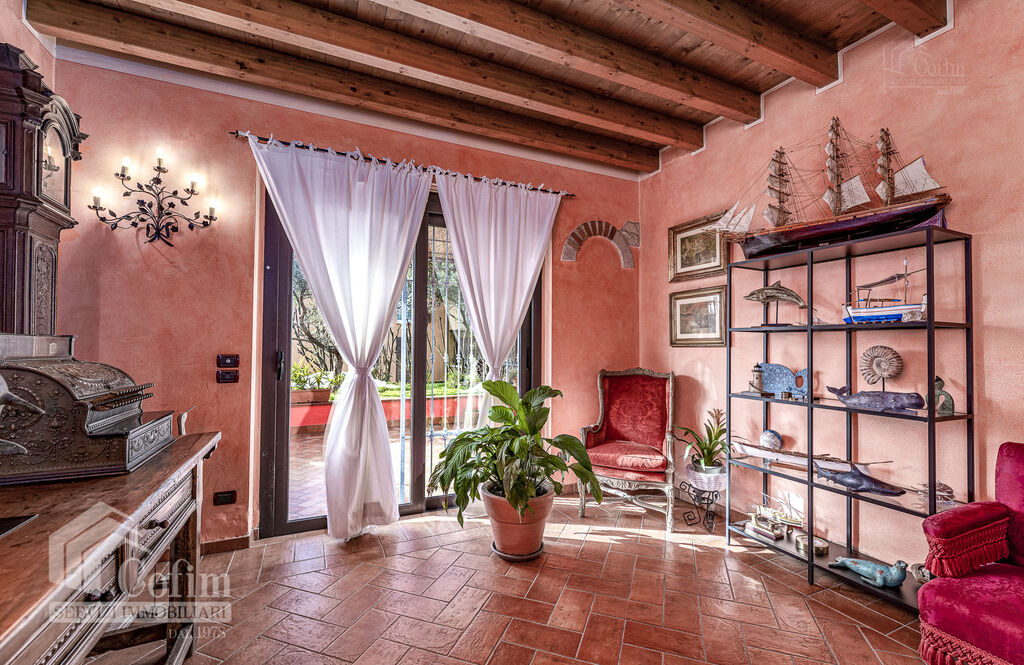 Five-rooms Apartment with terrace and roof garden, near the Lake   Sirmione - 2