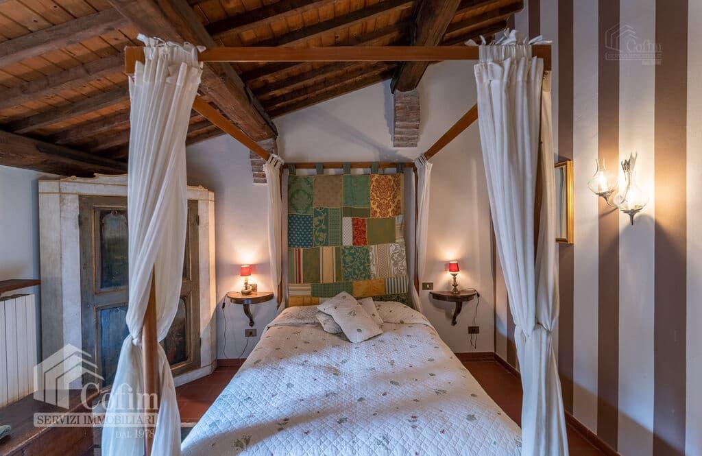 Vintage House for SALE with ample private garden in Vendri area  Verona (Nesente) - 9