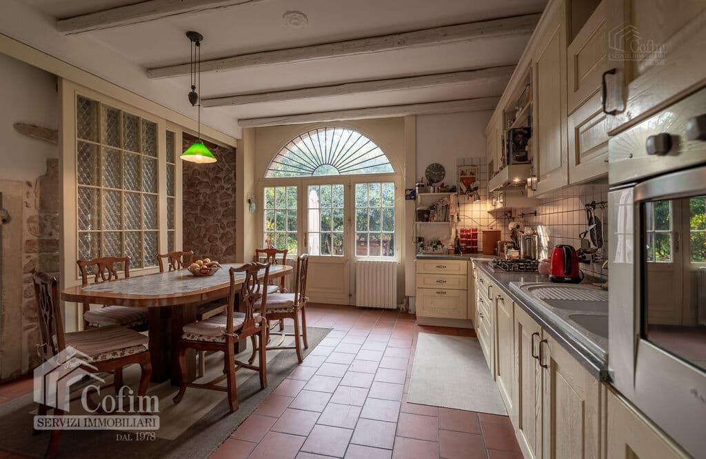 Vintage House for SALE with ample private garden in Vendri area  Verona (Nesente) - 13