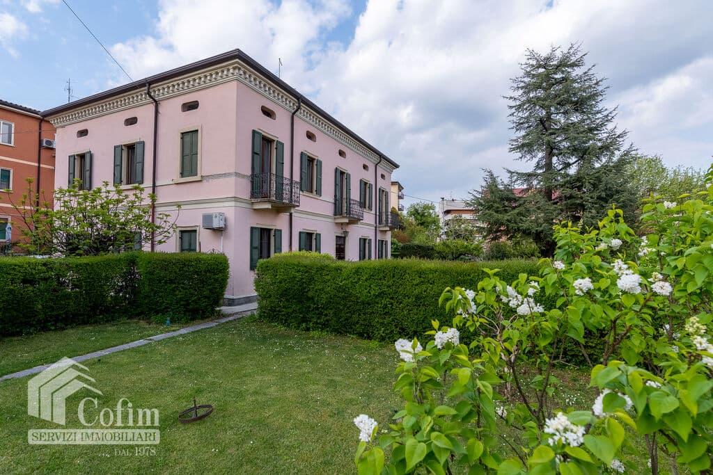 Villa LIBERTY with ample GARDEN for SALE in BIONDELLA  Verona (Borgo Venezia)