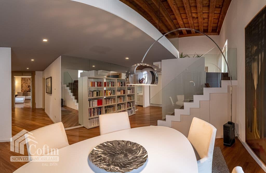Appartamento di lusso RISTRUTTURATO e arredato in VENDITA v.ze PIAZZA ERBE  Verona (Centro Storico) - 4