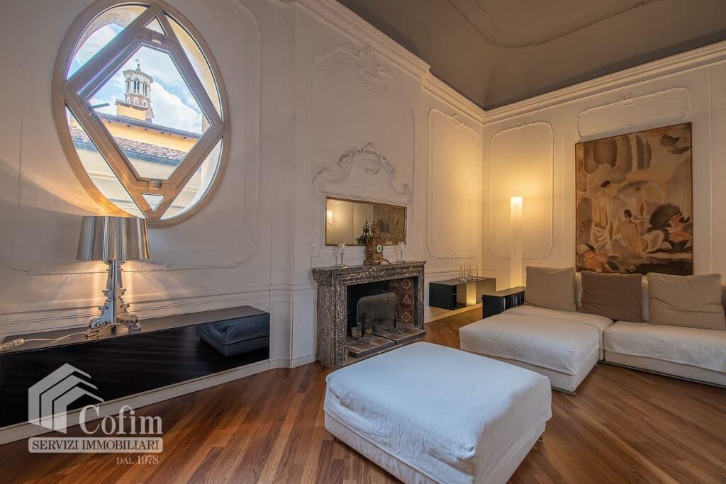 Appartamento di lusso RISTRUTTURATO e arredato in VENDITA v.ze PIAZZA ERBE  Verona (Centro Storico) - 3