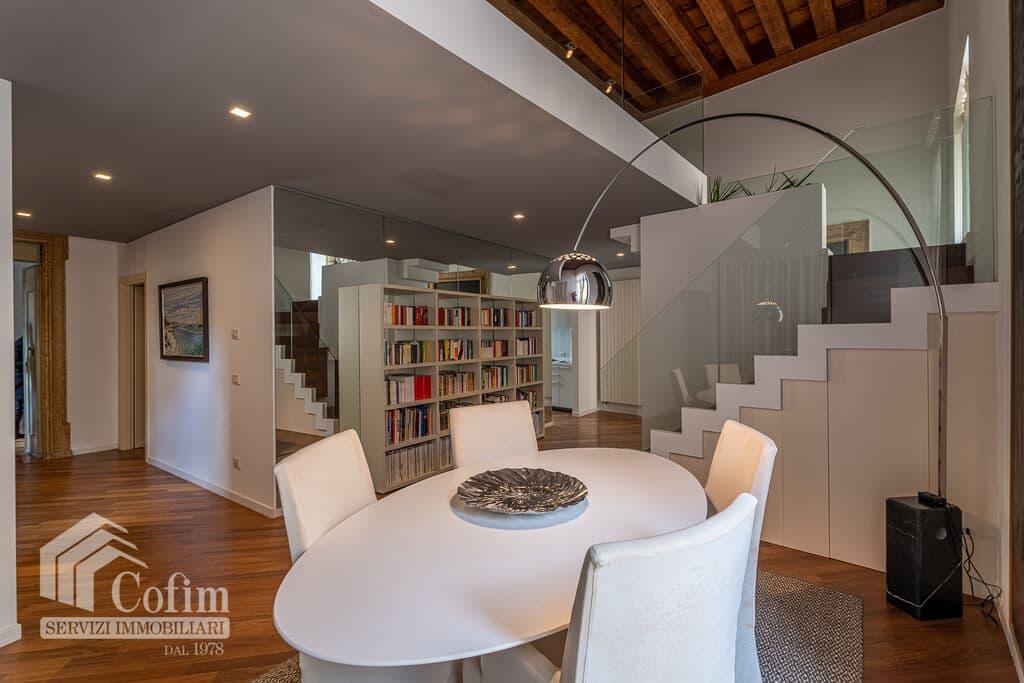 Appartamento di lusso RISTRUTTURATO e arredato in VENDITA v.ze PIAZZA ERBE  Verona (Centro Storico) - 10
