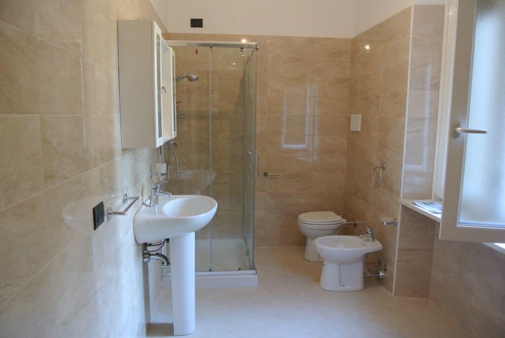 Four-rooms Apartment recently refurbished, for SALE near Lungadige Cangrande  Verona (Borgo Trento) - 3