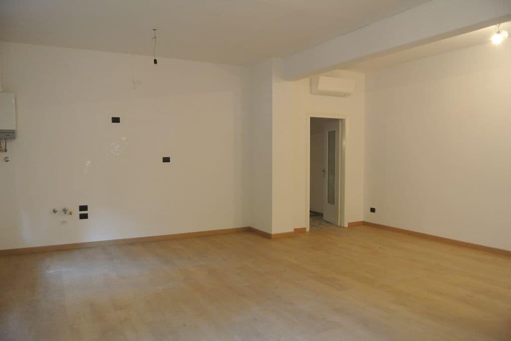 Four-rooms Apartment recently refurbished, for SALE near Lungadige Cangrande  Verona (Borgo Trento) - 2