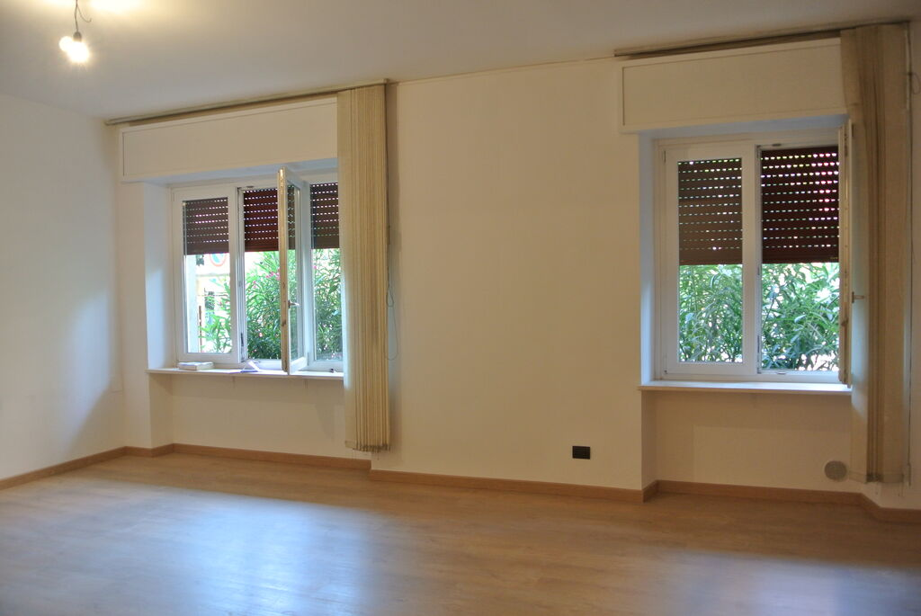 Four-rooms Apartment recently refurbished, for SALE near Lungadige Cangrande  Verona (Borgo Trento)