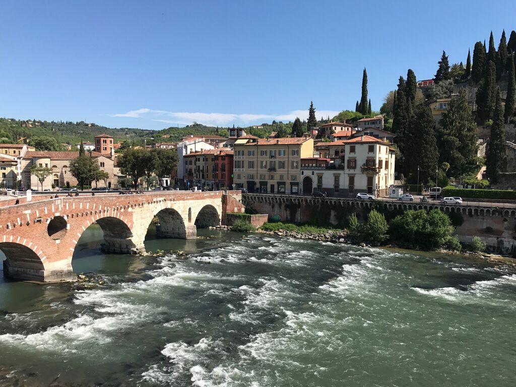 Five-rooms Apartment FURNISHED for RENT in PONTE PIETRA along ADIGE'S RIVER  Verona (Centro Storico)
