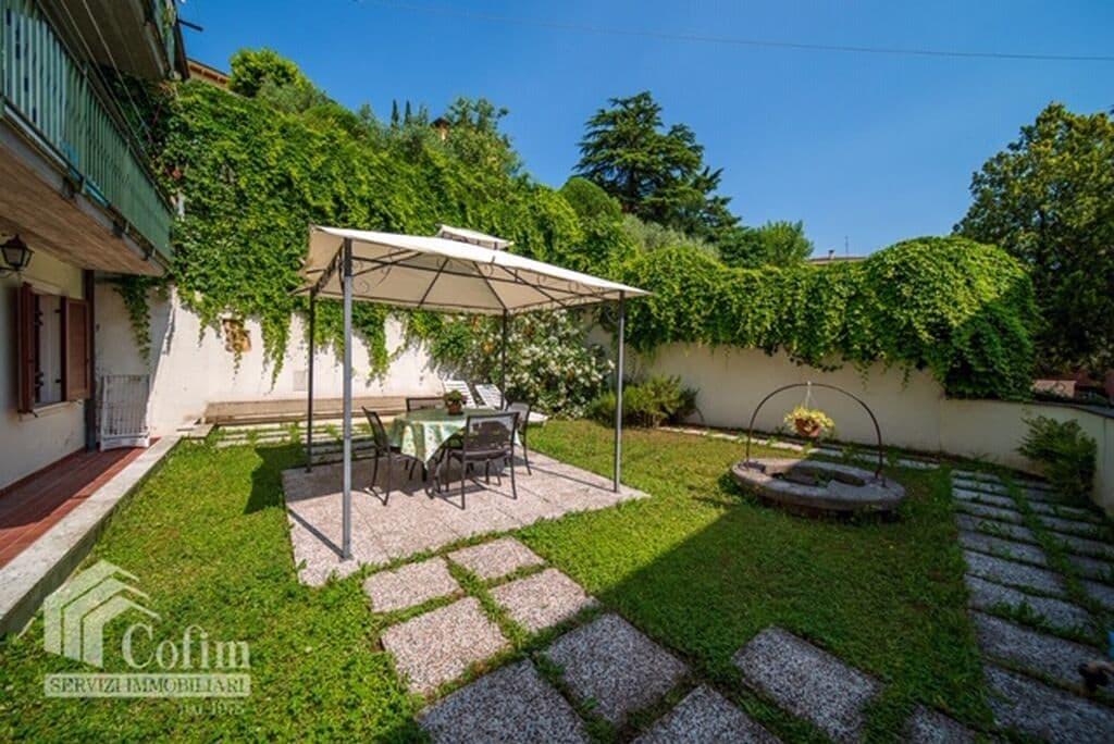 Appartamento quadrilocale RISTRUTTURATO con GIARDINO privato in VENDITA  Verona (Valdonega)