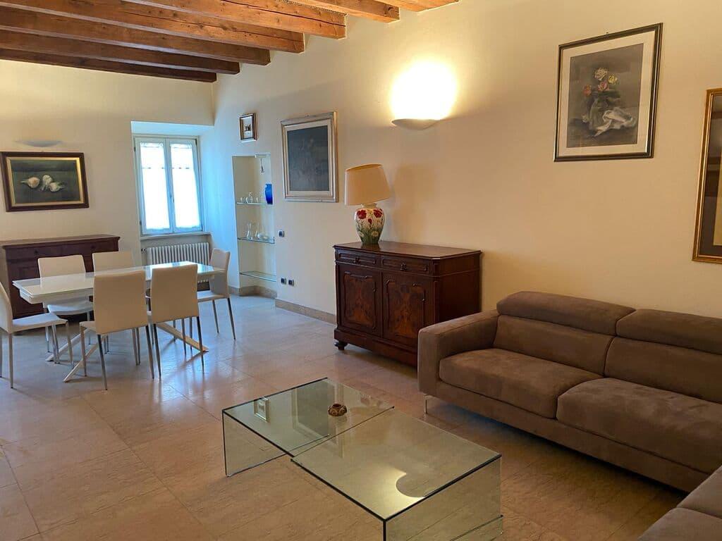 Four-rooms Apartment FURNISHED, elegant, near Piazza Bra  Verona (Centro Storico)