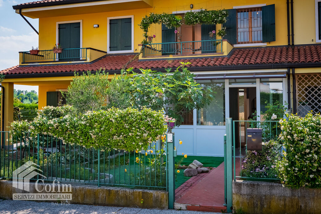 Villa a schiera con giardino in zona residenziale verde e tranquilla  Castelnuovo del Garda