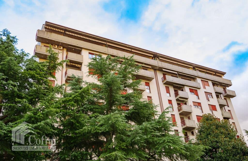Appartamento cinque locali PANORAMICO luminoso ULTIMO PIANO in VENDITA  Verona (Saval)