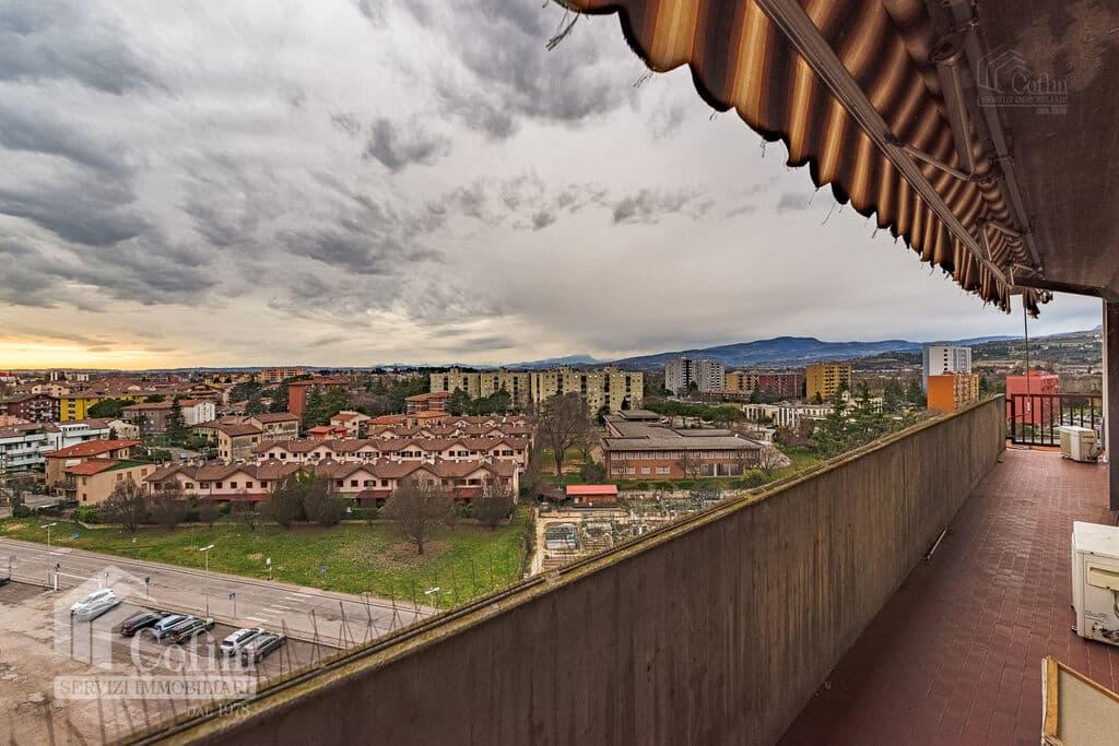 Appartamento cinque locali PANORAMICO luminoso ULTIMO PIANO in VENDITA  Verona (Saval) - 2