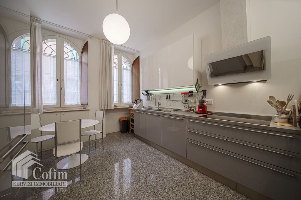 Appartamento cinque locali con giardinetto a 220 mt da p.za Brà con possibilità di posto au  Verona (Centro Storico) - 5