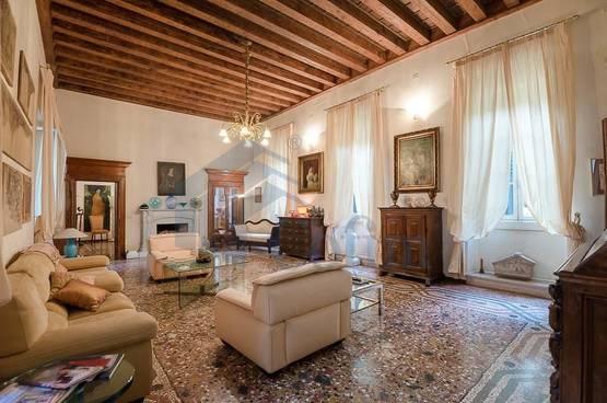 Appartamento di lusso appartamento d'epoca Verona (Centro Storico)