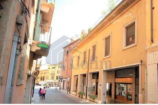 Appartamento cinque locali con garage Verona (Centro Storico)