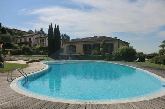 Appartamento trilocale sopra Garda  nel verde con piscina Castion (Costermano)