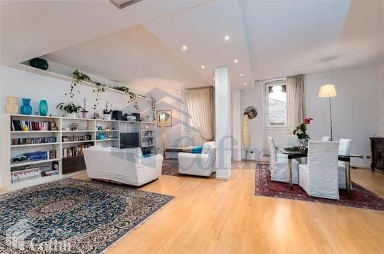 Appartamento cinque locali ristrutturato luminoso  Verona (Centro Storico)