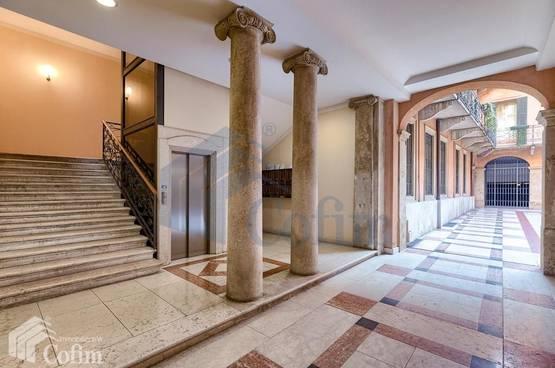 Appartamento di lusso  quadrilocale arredato e corredato Verona (Centro Storico)