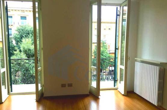 Appartamento cinque locali Verona LS1292