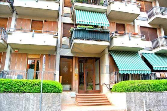 Appartamento quadrilocale con TERRAZZINO in VENDITA posizione CENTRALE e tranquilla  Verona (Borgo Trento)