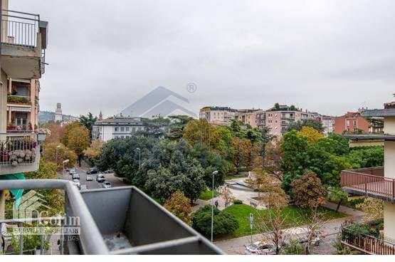 Appartamento cinque locali panoramico in vendita a Verona (Borgo Trento)
