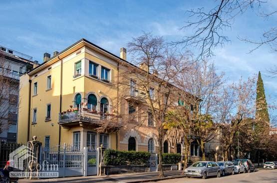 Appartamento di lusso RISTRUTTURATO in VENDITA ingresso indipendente e giardinetto Verona (Borgo Trento)