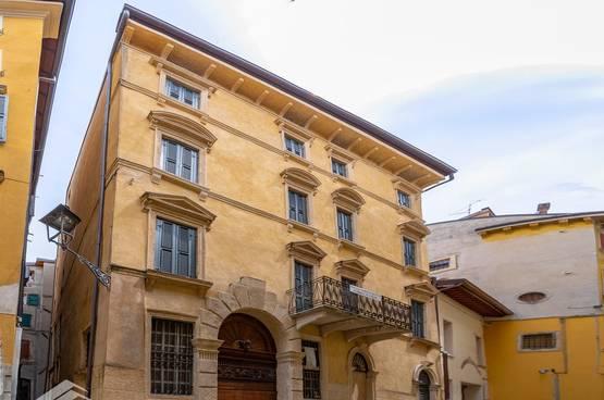 Apartment Building Verona MA1444