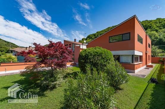Semi-detached house Verona LS1458