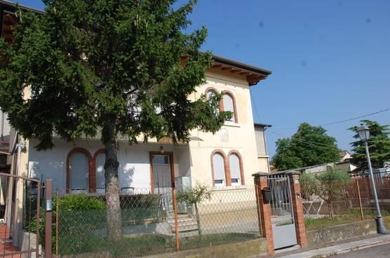 Appartamento cinque locali ristrutturato a pochi km dal lago di Garda Palazzolo (Sona)