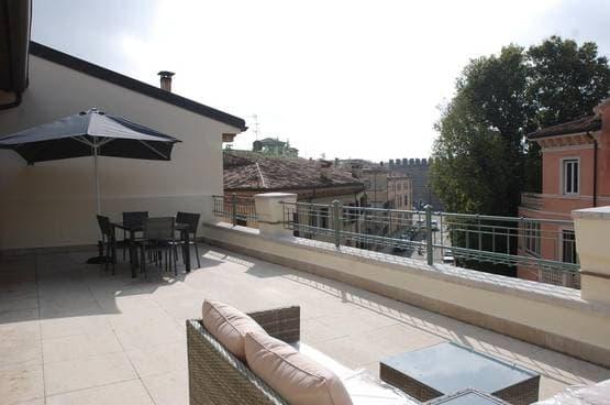 Four-rooms Apartment FURNISHED, ELEGANT with AMPLE TERRACE near Piazza Brà Verona (centro città)
