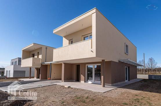 Villa new, with garden and panoramic view Castelnuovo del Garda