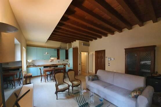 Two-rooms Apartment elegant FURNISHED behind Piazza Brà Verona (centro città)