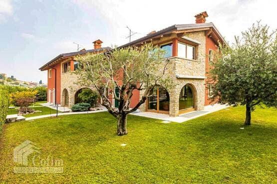 Villa bifamigliare Cavaion Veronese MA0068